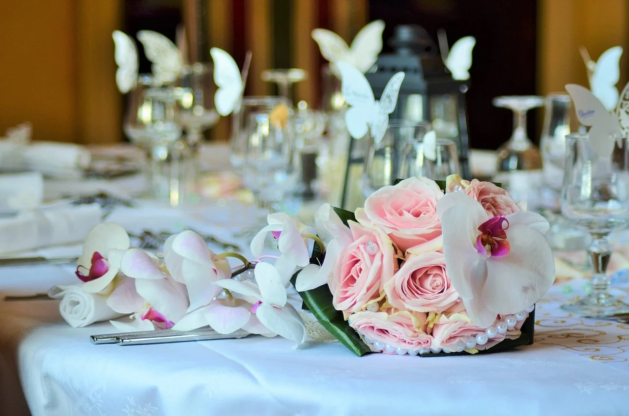 Utilisez les fleurs pour votre déco de table